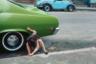 Фотограф Элен Левитт прожила долгую насыщенную жизнь и внесла огромный вклад в развитие уличной фотографии Нью-Йорка. Она фактически была первой, кто начал фотографировать неблагополучные районы города, вроде Восточного Гарлема или Нижнего Ист-Сайда.  <br><br> Левитт снимала Нью-Йорк на протяжении десятков лет, однако в истории осталась «наиболее прославленным и наименее известным фотографом своего времени», так о ней отзывались коллеги. Этот снимок из Нью-Йорка 1980-х.