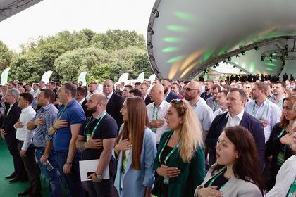 Разрыв между партиями Зеленского и Порошенко сократился