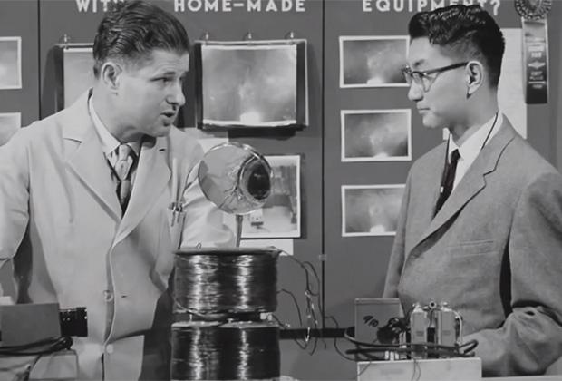 Митио Каку представляет свой школьный проект — ускоритель частиц, 1960-е годы