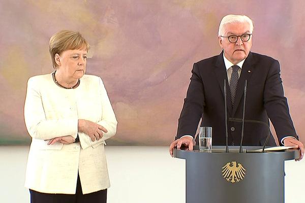 Ангелу Меркель снова затрясло на официальной встрече