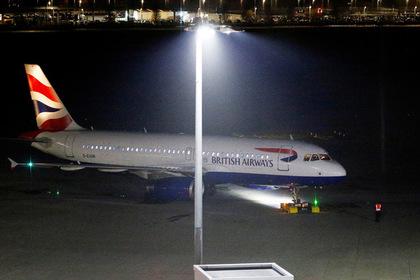 Несколько членов экипажа отравились угарным газом из-за задымления в самолете