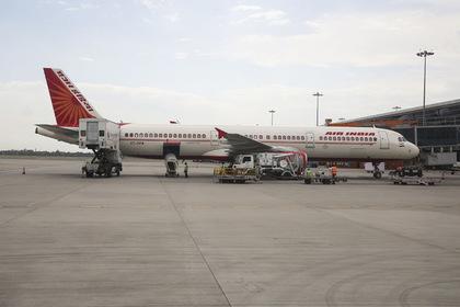 Пассажирский самолет экстренно сел в Лондоне из-за сообщения о бомбе