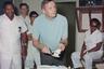 5 августа Армстронг отметил свое 39-летие в Центре пилотируемых космических полетов (современный Космический центр Джонсона) в Хьюстоне (Техас). На заднем плане снимка — вспомогательный персонал центра, на столе торт и модель лунного модуля Apollo 11.
