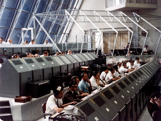 Старт 16 июля 1969 года стал пятым пилотируемым пуском, осуществленным в рамках программы Apollo, и первым, в ходе которого человек высадился на поверхность естественного спутника Земли. На Луне, в море Спокойствия Армстронг и Олдрин оказались 20 июля 1969 года. Коллинз остался на окололунной орбите. Эмблемой миссии стал орел, держащий в лапах оливковую ветвь.