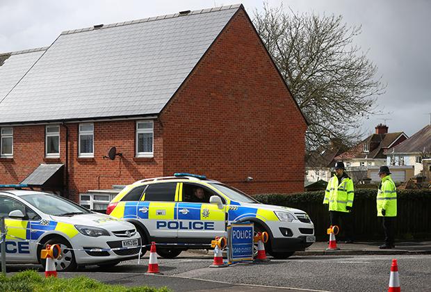 Полицейские у дома Скрипаля в Солсбери