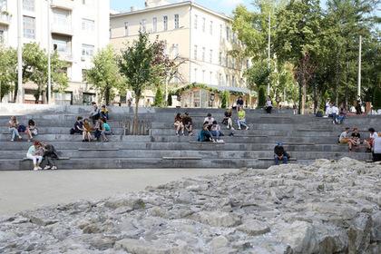 «Яму» в Москве огородили забором из-за «активного использования» пространства