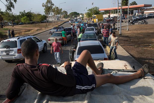 Большая часть Венесуэлы живет в упадке и бедности. Особенно тяжело переживают перемены к худшему жители Маракайбо — некогда центра нефтяной индустрии страны, приносившей ей миллионы долларов.