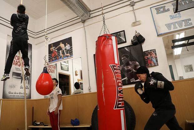 «Мою мечту теперь никто не разрушит», — заявила спортсменка после первой победы на ринге. Теперь на ее счету 11 побед и ни одного поражения. Испанка открыла собственный боксерский клуб, куда приглашает женщин, столкнувшихся с насилием.