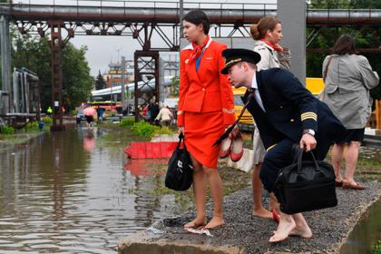 Затопленная улица в районе аэропорта Шереметьево