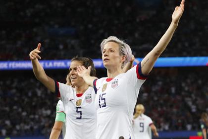 Футболистка из США объявила геев необходимыми для побед