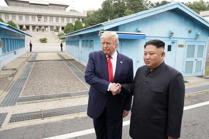 Трамп и Ким Чен Ын обменялись рукопожатием: Политика: Мир: Lenta.ru