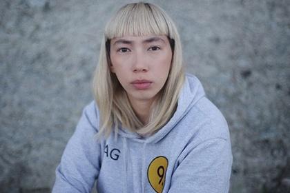 В Москве девушку-режиссера избили напротив здания полиции