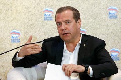 Медведев возмутился хамами в «Единой России»