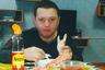"""Прошлогодняя история осужденного члена банды «цапков» Вячеслава Цеповяза стала, пожалуй, самым известным примером красивой жизни зэков за решеткой. В 90-х и «нулевых» Цеповяз был одним из подельников главаря банды Сергея Цапка из станицы Кущевская (Краснодарский край). После того как бандиты осенью 2010 года учинили зверскую расправу над семьей фермера Аметова и убили 12 человек, в том числе четверых детей, группировку разгромили. Цеповяз получил 20 лет лишения свободы в колонии строгого режима. <br></br> Но в ноябре 2018 года <a href=""""https://lenta.ru/news/2018/11/06/tsapok/"""" target=""""_blank"""">выяснилось</a>: режим у Цеповяза отнюдь не строгий. Его бывшая супруга Наталья Стришняя рассказала, что тратила на содержание бандита миллионы рублей. Цеповяз питался в колонии красной икрой, крабами и другими деликатесами. Снимки, на которых осужденный ест морепродукты с соевым соусом и в арестантской форме жарит шашлык, обернулись грандиозным скандалом. По факту нарушений в колонии, где сидел Цеповяз, возбудили уголовное дело, а его самого вначале перевели в СИЗО Хабаровска, а затем — в другую колонию."""