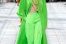 Ливанец Рабих Кайруз — один из множества его соотечественников, посвятивших себя вечерней и свадебной женской моде. Его яркая коллекция с туниками, брюками а-ля Марлен Дитрих и массивной бижутерией была явно навеяна 1980-ми.