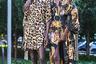 Гостью Недели (слева) никто не заподозрит в модном ныне грехе культурной апроприации: леопардовый принт и сандалии смотрятся на ней предельно органично.