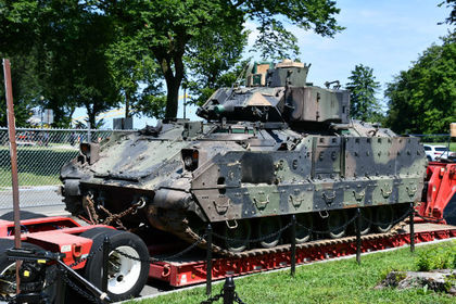 США объяснили появление ржавой бронетехники