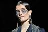Стилист показа возрожденного дома Schiaparelli превратил макияж в бижутерию из стразов. Стразы украшали и прическу, а вместо серьги креативный директор дома Бертран Гийон использовал наручные часы.