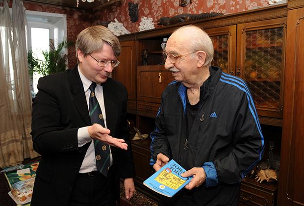 С Виталием Воловичем, первым прыгнувшим с парашютом на Северный полюс