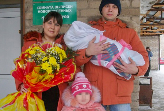 Луиза Хайруллина с мужем и дочерью