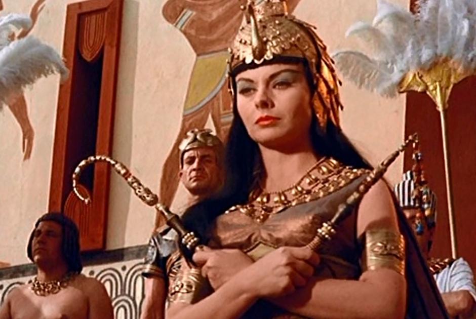 Джинн Крейн исполнила роль царицы в фильме «Нефертити, королева Нила» 1961 года