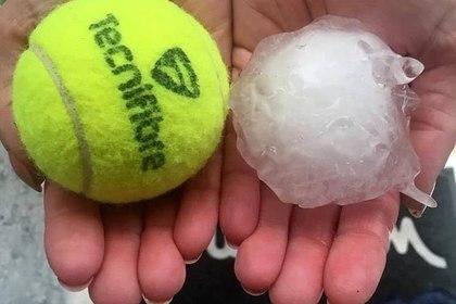 Град размером с теннисный мяч попал на видео