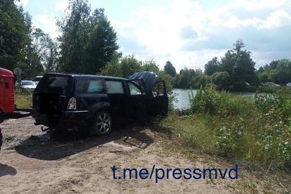 В Белоруссии 10 человек залезли в Mercedes и разбились