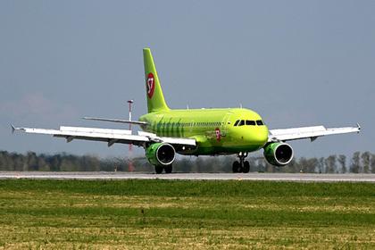 Российский самолет совершил экстренную посадку из-за смерти пассажирки на борту