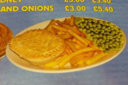 Неправильный зеленый горошек на тарелке вызвал у зрителей чувство тревоги