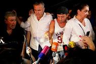 Участники стихийной акции против телеканала «Рустави 2»