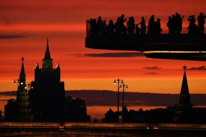 Посетитель «Зарядья» прыгнул с Парящего моста