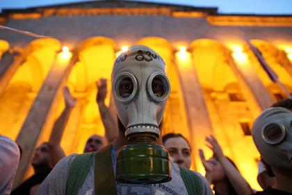 В Тбилиси начались столкновения между митингующими