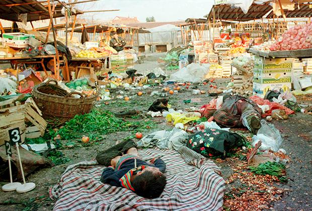 Последствия бомбардировки Косовска-Митровицы. Тогда погибли три человека, пострадали 40