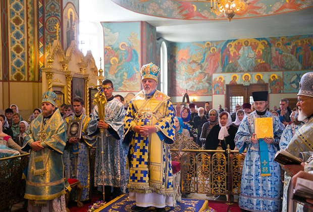 Митрополит Рижский и всея Латвии Александр совершает Божественную литургию в кафедральном соборе Рождества Христова (Рига)