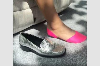 Придуман способ спрятать длинные носки под обувью летом: Явления: Ценности: Lenta.ru