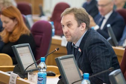 У задекларировавшего три копейки депутата нашли скрытые доходы: Политика: Россия: Lenta.ru