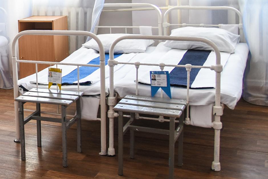 Флажки на кроватях осужденных