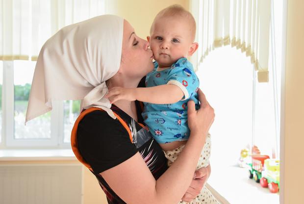 При женской ИК-2 находится Дом ребенка, где воспитываются дети заключенных женщин. Малыши содержатся там до трех лет, затем их передают родственникам или в детские дома. ИК-2 — единственная в Мордовии колония с Домом ребенка, всего в России их 13. Сейчас в Доме ребенка ИК-2 содержатся 28 малышей, за которыми ухаживают мамы, а когда они работают (или не хотят заниматься своим ребенком, что тоже не редкость) — нянечки, тоже из числа заключенных.   В Доме ребенка ИК-2 практикуется совместное проживание матерей с детьми: для этого здесь оборудованы специальные комнаты. Обстановка внутри Дома ребенка напоминает детский сад: просторные светлые помещения, много игрушек, только за окнами — высокие заборы с колючей проволокой.