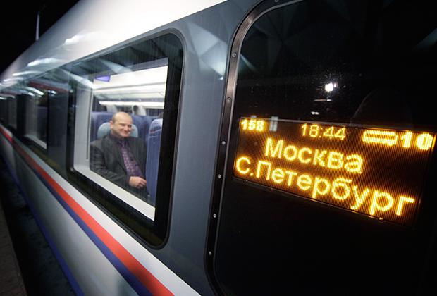 Высокоскоростной поезд «Сапсан» серии Velaro RUS способен развивать скорость до 250 километров в час