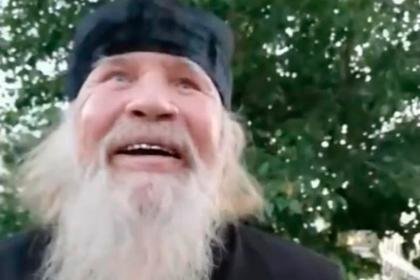 Пьяный россиянин в рясе обматерил прохожих и обещал убить снявшего его на видео: Общество: Россия: Lenta.ru
