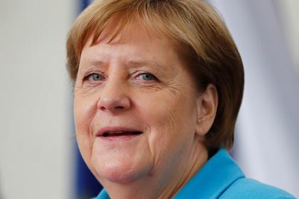 Стали известны слова Меркель во время приступа дрожи: Политика: Мир: Lenta.ru