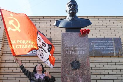 Правозащитники нашли оправдание репрессий в памятниках Сталину
