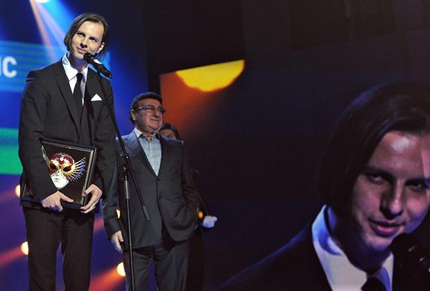 Дирижер Теодор Курентзис (слева) и оперный певец, профессор Московской консерватории Зураб Соткилава (в центре) во время церемонии вручения Российской национальной театральной премии «Золотая Маска»