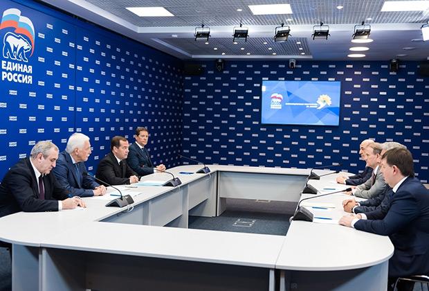 Лидеры партии «Оппозиционная платформа — За жизнь» на встрече с Дмитрием Медведевым и руководством «Единой России»