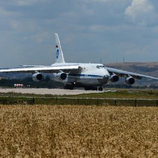 Российский самолет Ан-124 доставляет партию компонентов С-400 в Турцию