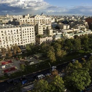 Новопушкинский сквер в Москве