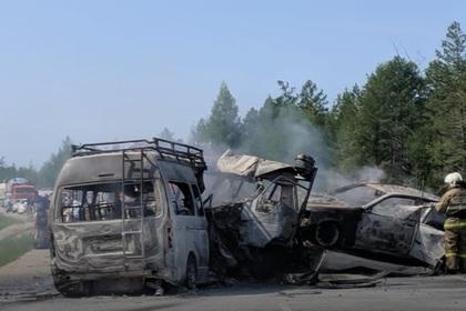 Смертельная авария с участием маршрутки произошла в Якутии