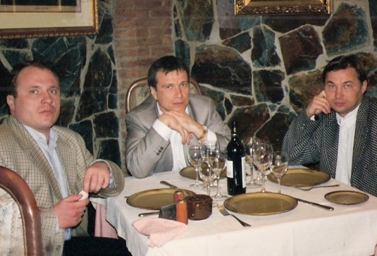 Олег Шишканов (Шишкан) — в центре