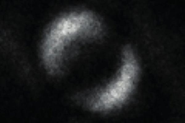 Получен первый снимок испугавшего Эйнштейна явления