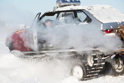 Автоэлектрик А.Романов из Омска собрал гусеничный вездеход на базе автомобиля ВАЗ-2109